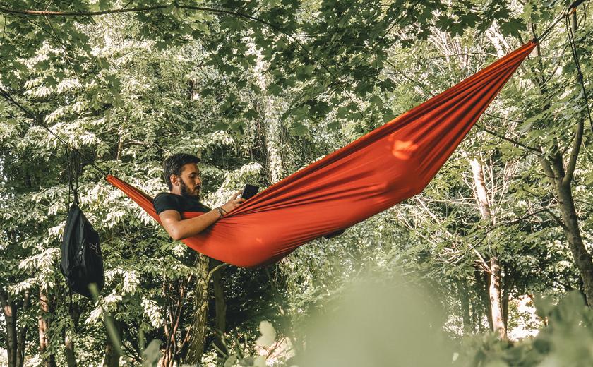Poletne počitnice viseča mreža narava